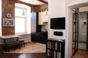 Телевизор и/или развлекательный центр в Apartment on Bolshoy Prospekt