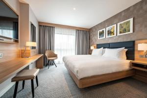 A bed or beds in a room at Hilton Garden Inn Abingdon Oxford