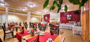 Een restaurant of ander eetgelegenheid bij Schroeders Stadtwaldhotel