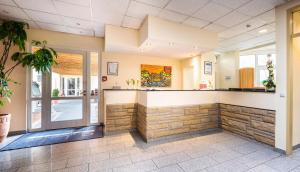 De lobby of receptie bij Schroeders Stadtwaldhotel