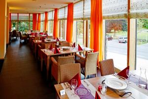 A restaurant or other place to eat at Nashira Kurpark Hotel -100 prozent barrierefrei-