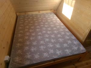 Łóżko lub łóżka w pokoju w obiekcie Nowe Domki Pod Lipami