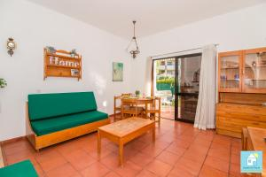 A seating area at Sofhia`s Cottage in Vilamoura