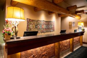 The lobby or reception area at Banff Caribou Lodge and Spa