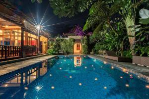 The swimming pool at or close to Villa Mulyono