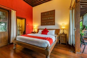 A bed or beds in a room at Villa Mulyono