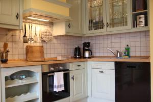A kitchen or kitchenette at Ferienhaus Landeskrone