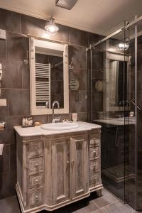 Ein Badezimmer in der Unterkunft Hotel Antique