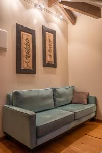 Ein Sitzbereich in der Unterkunft Hotel Antique