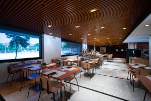 A restaurant or other place to eat at Catalonia Sabadell