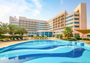 Бассейн в Danat Jebel Dhanna Resort или поблизости