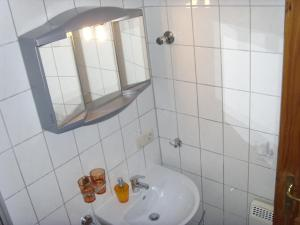 Ein Badezimmer in der Unterkunft Ferienwohnung Ina - Garantiert EP Tickets für unsere Gäste