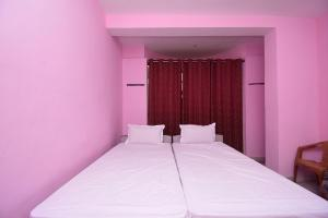 A bed or beds in a room at SPOT ON 43842 Hotel Royal Residency