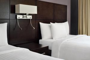 A bed or beds in a room at Courtyard Riyadh by Marriott Diplomatic Quarter