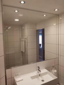 A bathroom at Best Western Appleby Park Hotel