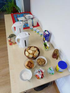 Breakfast options available to guests at Albergue Irugoienea