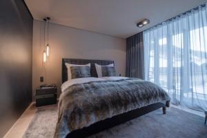 Ein Bett oder Betten in einem Zimmer der Unterkunft Hotel Zhero – Ischgl/Kappl