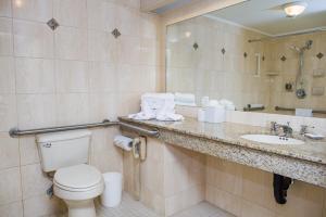 A bathroom at Mayflower Park Hotel