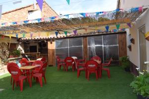 Un restaurante o sitio para comer en Casa Rural Javier