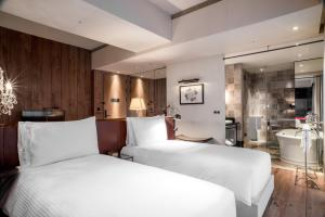 A bed or beds in a room at Hotel Proverbs Taipei