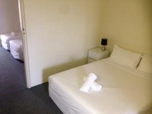 A bed or beds in a room at Abel Tasman Airport Motor Inn