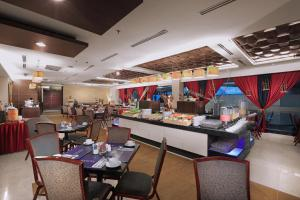 A restaurant or other place to eat at Grand Dafam Braga Bandung