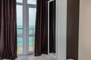 Общий вид на море или вид на море из отеля
