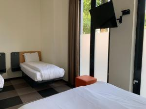A bed or beds in a room at easyHotel Maastricht City Centre