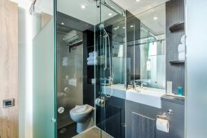 A bathroom at The Z Hotel Glasgow