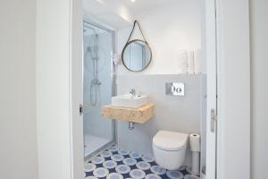 Salle de bains dans l'établissement Cala Morlanda Estudios