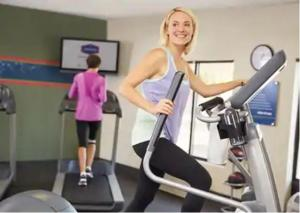 The fitness centre and/or fitness facilities at Hampton Inn & Suites Pittsburgh New Stanton PA