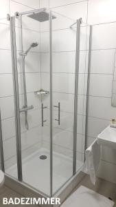 A bathroom at Nashira Kurpark Hotel -100 prozent barrierefrei-
