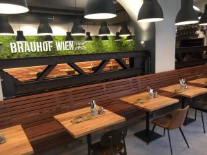 A restaurant or other place to eat at Hotel Brauhof Wien