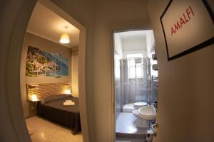 A bathroom at B&B Salerno Center