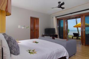 Voodi või voodid majutusasutuse Chongfah Beach Resort Khaolak - SHA Plus toas