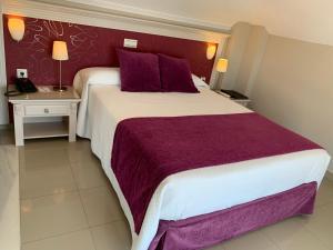 Säng eller sängar i ett rum på Hotel Plaza Cavana