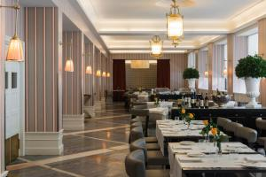 A restaurant or other place to eat at Starhotels Michelangelo Rome