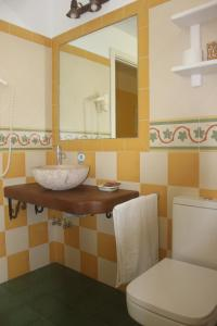 Un baño de Hostal Los Pinos