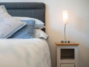 A bed or beds in a room at Barnes Fell Apartments