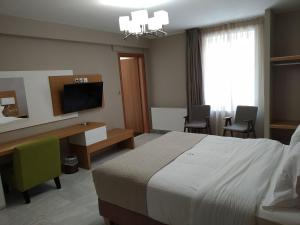 A bed or beds in a room at King Lodge