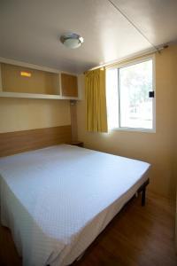 Ein Bett oder Betten in einem Zimmer der Unterkunft Belvedere Pineta Camping Village Grado