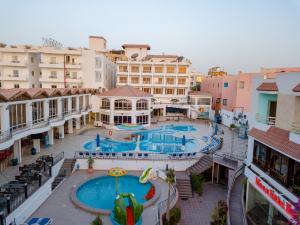Вид на бассейн в MinaMark Beach Resort или окрестностях