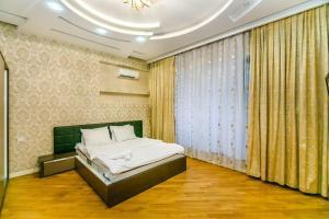 Cama ou camas em um quarto em Nizami Street View, Apartment