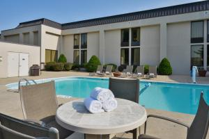 The swimming pool at or near Greenstay Hotel & Suites Central