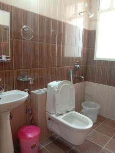 A bathroom at Rudram Hotel Yoga & Ayurveda Retreat