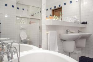 A bathroom at Old Town Bridge Rooms and Apartments