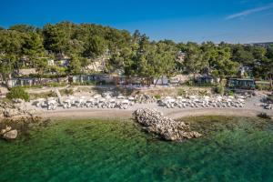 Blick auf Ježevac Premium Camping Resort by Valamar aus der Vogelperspektive