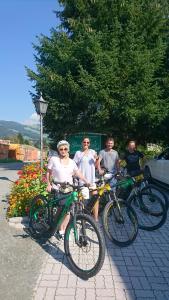 Radfahren an der Unterkunft Hotel Garni Zimmermann oder in der Nähe