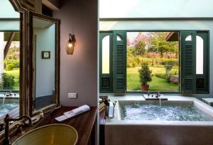 Een badkamer bij Reverie Siam
