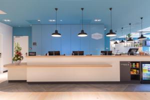 The lobby or reception area at Hampton By Hilton Utrecht Centraal Station